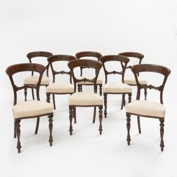 Conjunto de 8 sillas de comedor en madera de caoba tallada con decoración  vegetal. Estilo Victoriano. 1d65f1598c3