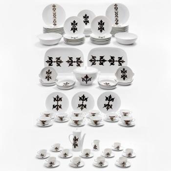 0c9a2ab7ff64 Vajilla y juego de café en porcelana policromada y dorada con decoración  vegetal para 10 servicios compuesto por cafetera