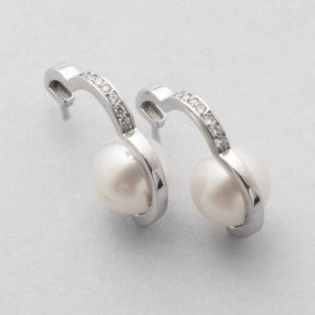772c4c939825 Pendientes en oro blanco con diamantes talla brillante con un peso total de  0
