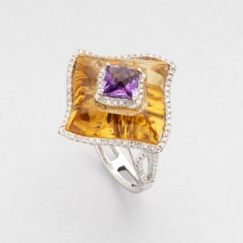 61127b0ef306 Sortija en oro blanco con amatista central orlado por diamantes talla  brillante con un peso total de 0