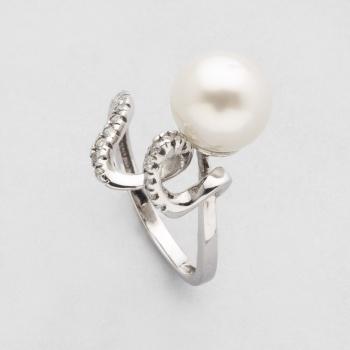 5562b2e44986 Sortija en oro blanco con perla australiana central y diamantes talla  brillante con un peso total de 0