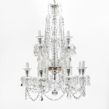 b60a8e7ce4e Lámpara de techo con brazos en cristal tallado y lagrimas de 2 alturas y 12  luces. Estilo luis XVI.